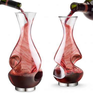 Decanter and wine glasses FINE WINE